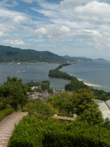 Un tombolo relie les deux bords opposés de la baie de Miyazu