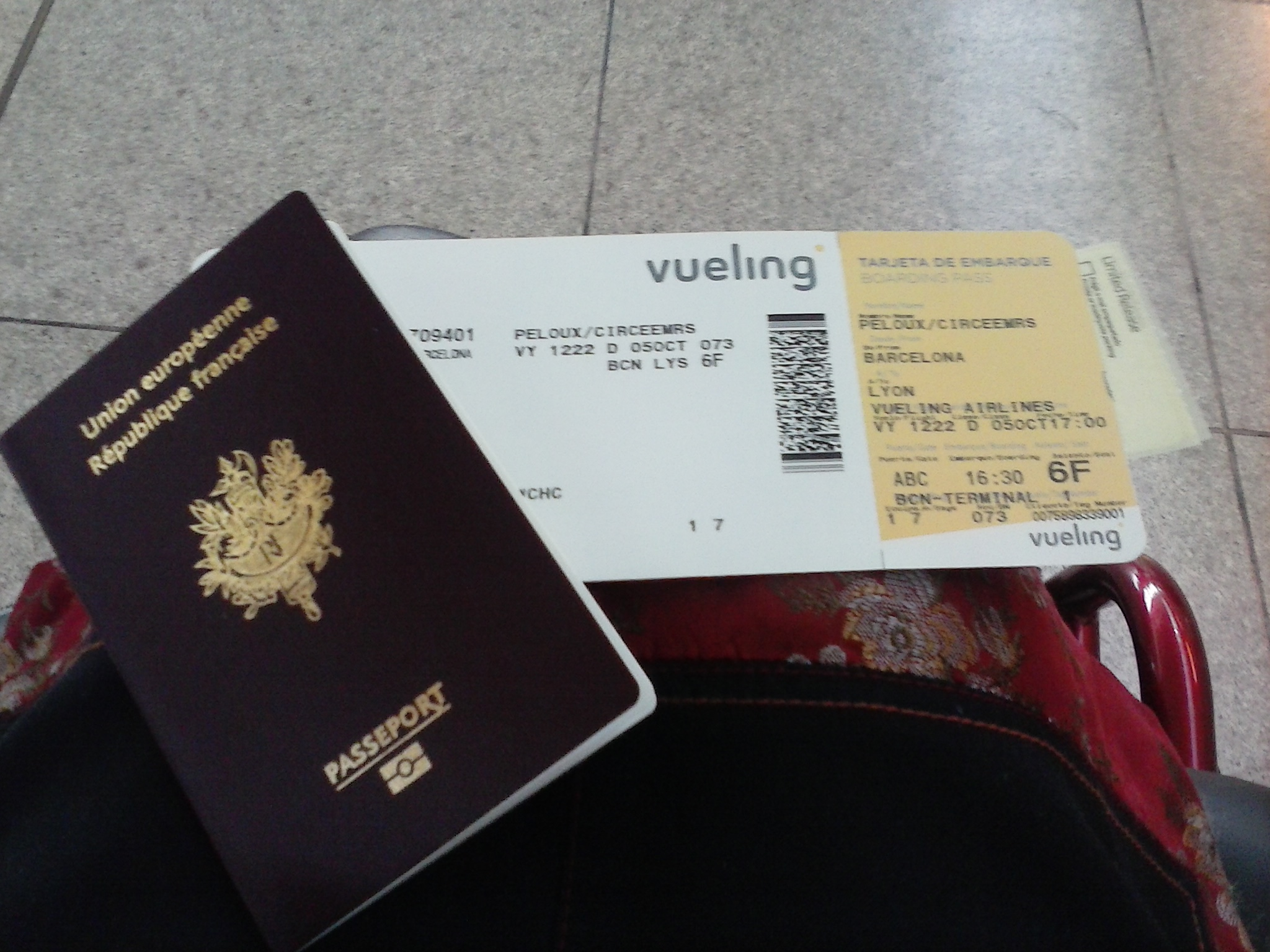passeport et billet pour BARCELONE