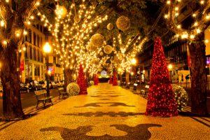 décorations des villes pour les fêtes de fin d'année