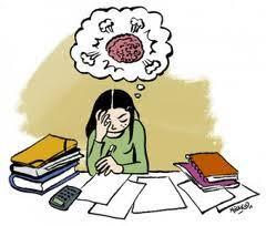 jeune fille devant des livres avec une image de cerveau qui travaille au dessus d'elle