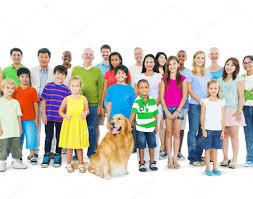 foule de personnes enfants, personnes âgées, de couleur...